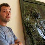 EXPOZITIE – Basoreliefuri cu fecioare ruginite si viori mutilate in expozitia tanarului artist plastic Norbert Baczai (VIDEO si GALERIE FOTO)