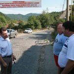 "BANERE – FIRIZA – Drumul judetean din Ferneziu spre Izvoare a fost ""asfaltat"" cu bannere"