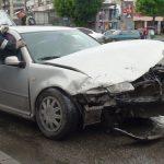 ACTUALIZARE – ACCIDENT – O soferita neatenta a facut praf Volkswagenul unui baimarean in intersectia bulevardelor Unirii si Bucuresti (VIDEO)