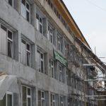 IGNORATI – Peste 130 de elevi si dascali de la Liceul de Arta din Baia Mare risca sa isi faca orele in strada incepand din toamna (VIDEO)