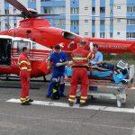 URGENTA – ELICOPTER – O sigheteanca care a suferit leziuni hepatice grave in urma unei cazaturi pe scari a fost transportata la Cluj cu un elicopter SMURD (VIDEO)