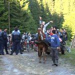 EXCURSIE PE DOUA ROTI – 26 de orfani satmareni au fost plimbati pe motociclete prin Baia Mare si s-au bucurat de un foc de tabara la Baiut (VIDEO)