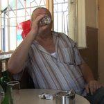 IMBATATI DE CRIZA – Tot mai multi maramureseni isi ineaca grijile zilei de maine in… alcool