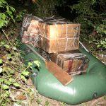 CONTRABANDA – Ucrainean prins pe Tisa cu aproape 6.000 de pachete de tigari de contrabanda (VIDEO)