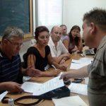 SCANDAL CU REPETITIE – Profesorul Sabin Balaj si membrii comisiei de mobilitate a Inspectoratului Scolar s-au luat din nou la harta pentru un post blocat din invatamant (VIDEO)