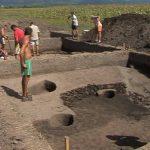 PREMIERA eMM.ro – DESCOPERIRE – Arheologii maramureseni au descoperit monede romane din argint si bronz in asezarile preistorice din Bozanta Mica (VIDEO)