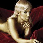 VEDETA NUD – Kelly Osbourne, aproape goala si aurie intr-un pictorial pentru filmul Goldfinger