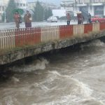 PANICA – Baimarenii nu au mai vazut raul Sasar atat de umflat de aproape 30 de ani