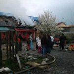 ACTUALIZARE – FOC – Acoperisul unei case de pe strada Ariesului din Baia Mare a fost distrus in urma unui incendiu (VIDEO)