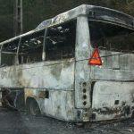 ACCIDENT – Un autobuz a ars ca o torta dupa un accident rutier la Rozavlea