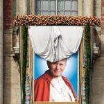 SARBATOARE – Moastele Papei Ioan Paul al II-lea sunt aduse la Targu Lapus