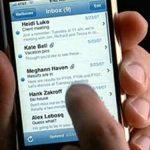 SCURGERE – DATE PRIVATE – Apple este acuzata ca a facilitat retelelor de publicitate acces la datele personale ale clientilor