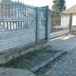 ACTUALIZARE 3 – ACCIDENT – O poarta de fier a cazut peste o copila de 9 ani aflata in plasament in Baia Sprie (VIDEO)