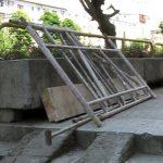 ACTUALIZARE 2 – ACCIDENT – Barbat ranit in Baia Mare dupa ce o schela s-a prabusit pe bulevardul Traian, surprinzand si doi trecatori (VIDEO)
