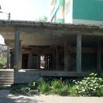 CONSTRUCTIE ABANDONATA – Un spatiu comercial nefinalizat din buricul Baii Mari a ajuns wc public cu indulgenta autoritatilor (VIDEO)