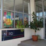 GALERIE STUDENTEASCA – Absolventii sectiei de Arte Plastice au inaugurat Galeria de Arta Nord din Baia Mare (VIDEO)