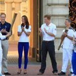 JOCURI OLIMPICE – LONDRA – Printul William a asistat la trecerea flacarii olimpice prin fata Palatului Buckingham