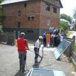 FARA APA – Localnicii din Cavnic fac munca voluntara pentru a rezolva problema alimentarii cu apa