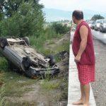 ACTUALIZARE – ACCIDENT – O familie s-a rasturnat cu masina intr-un sant, la intrare in Lapusel (VIDEO si GALERIE FOTO)