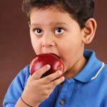 MERE IN SCOLI – 42.000 de elevi din Maramures vor primi din februarie mere in pauzele de masa (VIDEO)