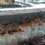 CITITORII IN ACTIUNE – Apa de mina deversata in raul Sasar ca in vremurile bune ale mineritului (FOTO)