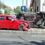 ACTUALIZARE – ACCIDENT – Impact cu scandal la intersectia strazilor 22 Decembrie si Avram Iancu (VIDEO)