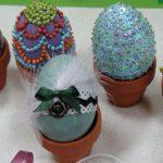 PODOABE DE PASTI – Oua impodobite cu dantela, panglici sau paiete, printre propunerile artizanilor pentru sarbatoarea din 5 mai (VIDEO)
