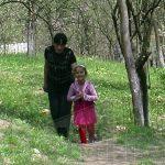 COPIL EUROPEAN, TRAI ROMANESC – Unul dintre primii copii europeni din Maramures traieste fara tata si se zbate intr-o saracie lucie (VIDEO)