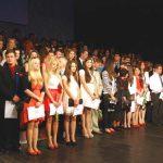 FESTIVITATE – Sute de de absolventi ai colegiilor baimarene s-au despartit astazi de dascalii lor (VIDEO)