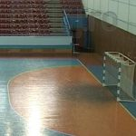 BANI PENTRU SPORT – 600.000 lei a alocat Consiliul Local Baia Mare pentru o noua suprafata de joc in sala polivalenta (VIDEO)