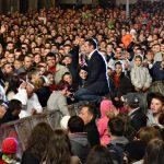 SARBATOAREA CASTANELOR – Peste 20.000 de baimareni au stat neclintiti, in pofida gradelor putine, pentru a se bucura de concertele extraordinare din a doua zi de sarbatoare (VIDEO si GALERIE FOTO)