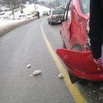 ACCIDENT – Un tanar si-a distrus masina incercand o depasire riscanta, langa scoala generala din Cavnic