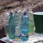 STUDIU – O substanta din sticlele de plastic ar putea cauza una dintre cele mai comune afectiuni