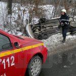 ACTUALIZARE – ACCIDENT – Patru persoane au fost ranite, iar o masina s-a rasturnat, in urma unei coliziuni pe DN 18B (VIDEO)
