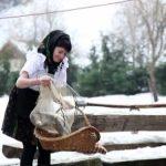 MASA TRADITIONALA – Turistii, ospatati in Maramures cu pastravi, pentru a uita de mesele grele din perioada sarbatorilor