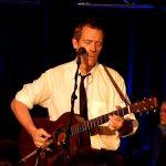 MUZICA – Hugh Laurie, vedeta serialului Dr. House, in concert la Bucuresti pe 12 iulie (VIDEO)