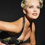 APARITIE SEXY – Charlize Theron, goala in noul film, intr-o cada cu lapte (VIDEO)