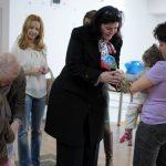 CAMPANIE EMM – Femeile social democrate din Baia Mare au oferit daruri pentru familia Chifor, in cadrul campaniei initiate de Emaramures (VIDEO)