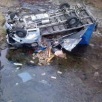 ACTUALIZARE – CITITORII IN ACTIUNE – Masina de marfa distrusa dupa ce a plonjat in raul Mara