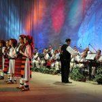 """ANIVERSARE – Zeci de interpreti, instrumentisti si dansatori au sarbatorit pe scena implinirea a 55 de ani de la infiintarea Ansamblului National Folcloric """"Transilvania"""" (VIDEO)"""