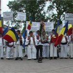 NEMULTUMIRI – RETROCEDARI – Borsenii isi continua protestul din Strasbourg acompaniati cu muzica moroseneasca (VIDEO)