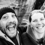 PROMOVARE – Doi turisti din strainatate care si-au transformat viata intr-o calatorie continua au venit sa descopere frumusetea Maramuresului (VIDEO)