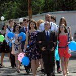 """ABSOLVIRE – Ultimul clopotel a sunat astazi pentru absolventii claselor a VIII-a de la Colegiul National """"Gheorghe Sincai"""" si Liceul de Arte (VIDEO)"""