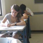 TENTATIVA DE FRAUDA – Un elev maramuresean eliminat din examenul de bacalaureat, dupa ce a fost gasit cu un telefon mobil la el (VIDEO)