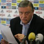 RECUNOASTERE – Mircea Sandu a primit un trofeu de excelenta din partea Ministerului Tineretului si Sportului