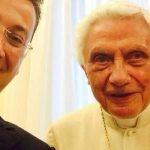 SELFIE – Papa emerit Benedict al XVI-lea apare intr-un poza postata pe internet