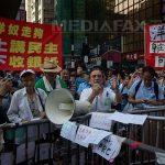 MASURI – Politia din Hong Kong a inceput sa demonteze baricadele instalate de manifestanti