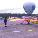 EVENIMENT – Show de zile mari la Baia Mare Air Show 2014. Acrobatii aeronautice, salturi cu parasuta si multa adrenalina (VIDEO)