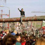 GERMANIA – Mai multe cruci pentru victimele Zidului Berlinului, furate de militanti