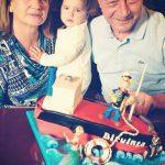 SURPRINS  – Traian Basescu a primit de ziua lui un tort in forma navei Biruinta, cu Popeye Marinarul si Olive